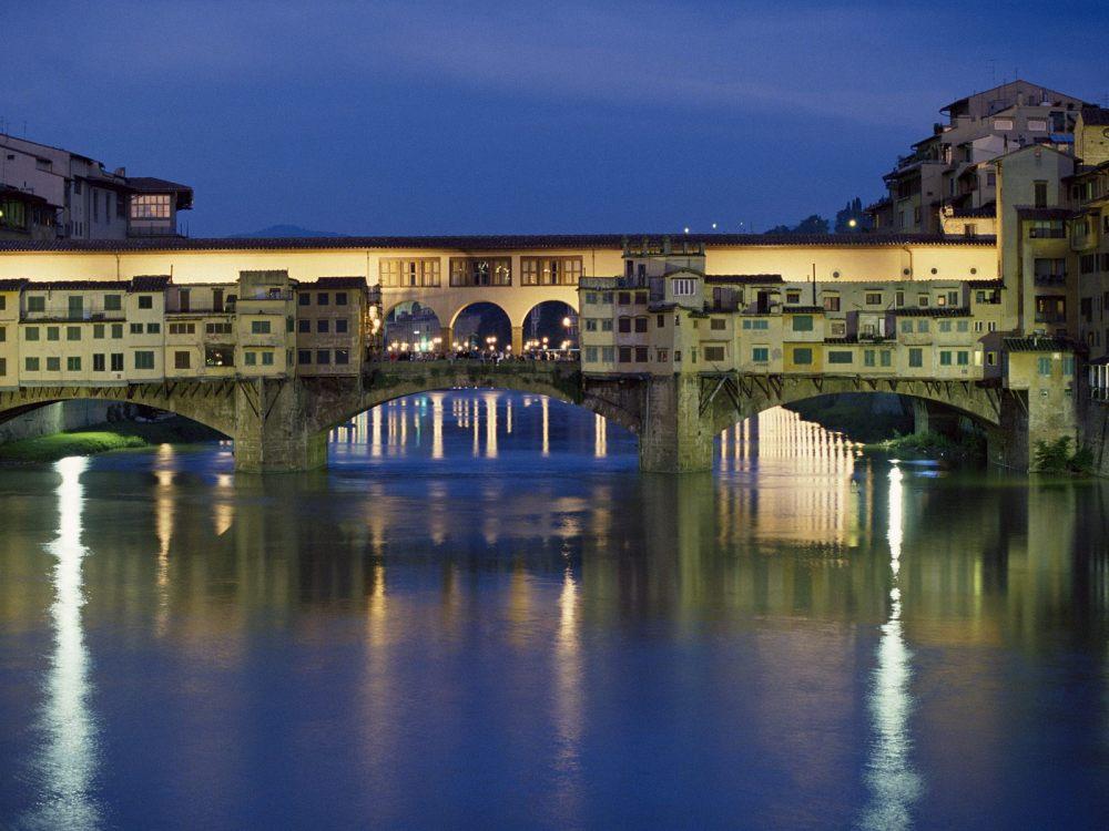 Ponte-Vecchio-Bridge-Over-the-Arno-River-Florence-Italy