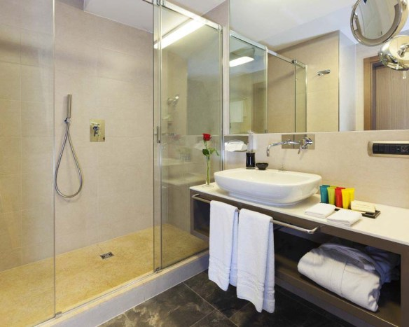 Grand Hotel Europa Bathroom