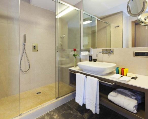 Grand Hotel Europa Bathroom