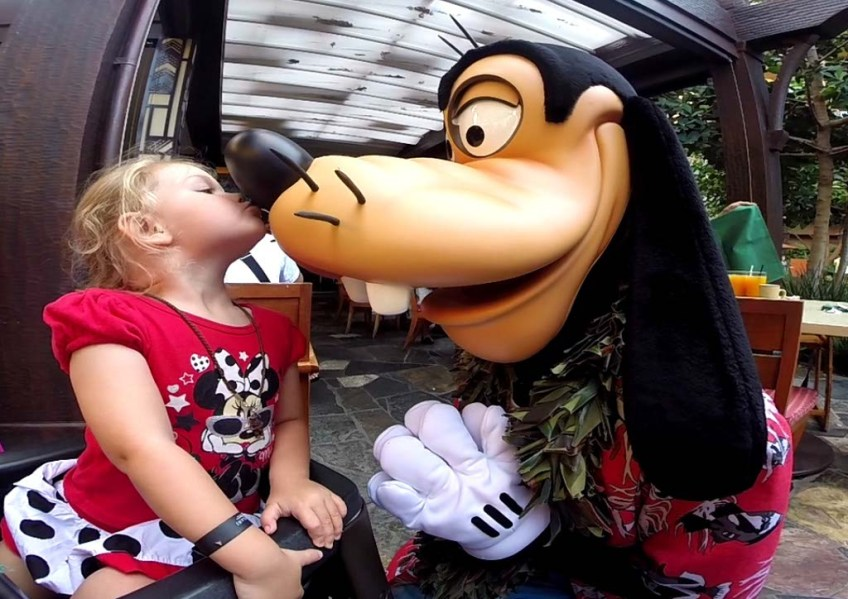 Goofy Kiss at Character Breakfast, Aulani